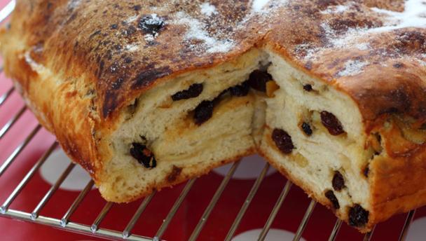 Bbc food recipes lardy cake lardy cake forumfinder Image collections