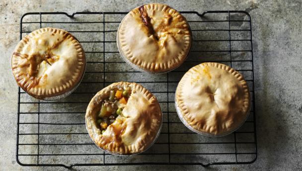 Low Fat Minced Beef And Potato Pies
